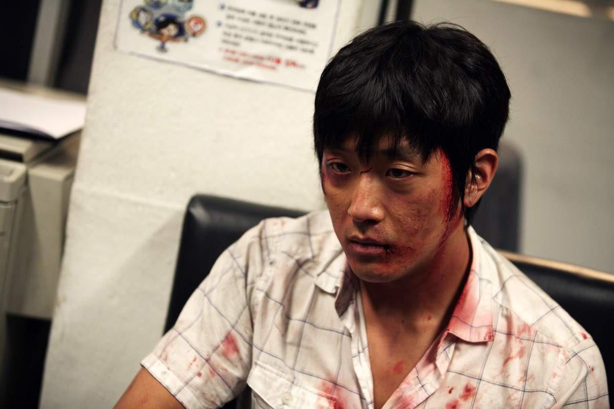 """Ha Jung Woo trong """"The Chaser"""", một trong hai tác phẩm mà anh hợp tác cùng đạo diễn Na Hong Jin."""