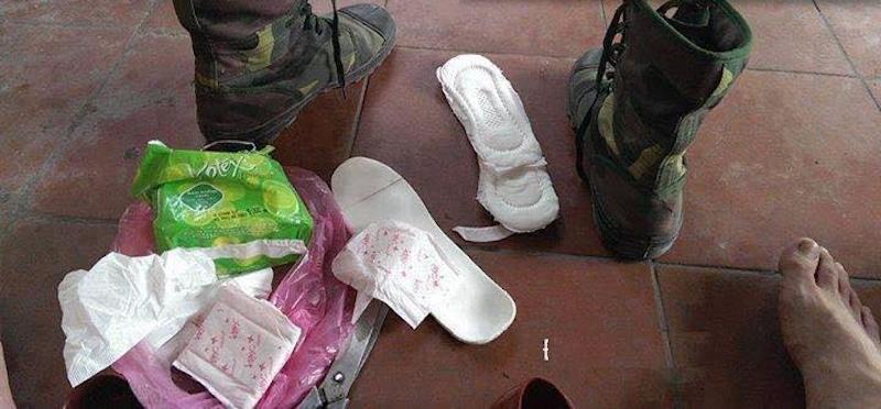 Sử dụng băng vệ sinh để lót giày, các anh bộ đội Việt Nam làm cộng đồng mạng thế giới thán phục vì thông minh sáng tạo - Ảnh 2.