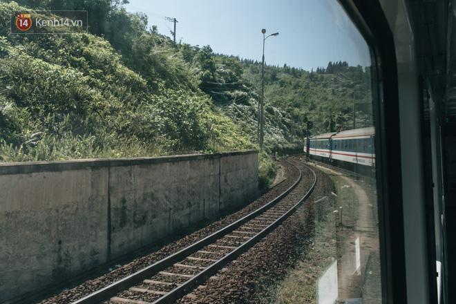 Hãy thử 1 lần đi du lịch bằng tàu hoả để tận hưởng cảm giác mùa hè lướt ngoài cửa sổ - Ảnh 15.