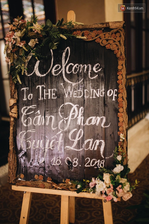 Không gian đám cưới sang trọng, tinh tế như một khu vườn cổ tích trong đám cưới của Tuyết Lan - Ảnh 3.