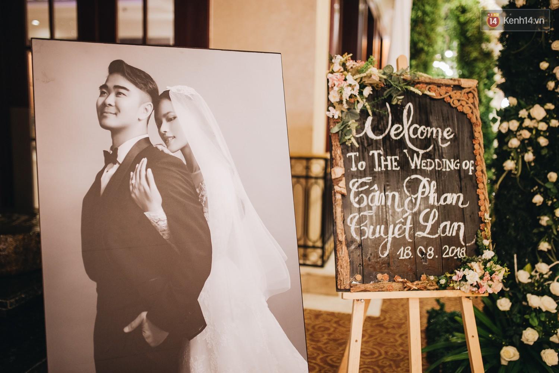 Không gian đám cưới sang trọng, tinh tế như một khu vườn cổ tích trong đám cưới của Tuyết Lan - Ảnh 14.