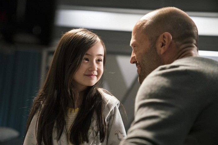 Cô bé diễn xuất ăn ý với Jason Statham.