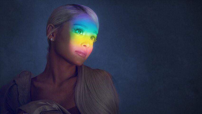 Vừa tung album mới, Ariana Grande đã trở thành nghệ sĩ nữ đầu tiên làm được điều này tại Mỹ - Ảnh 1.