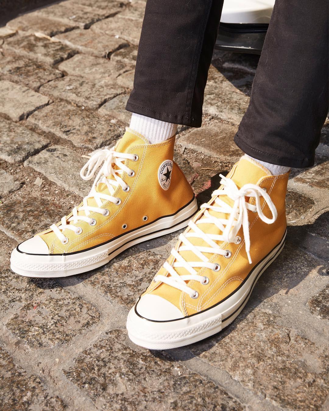Sneakers đừng chỉ chọn trắng đen an toàn, còn có nhiều mẫu rực rỡ hot lắm đây này - Ảnh 2.