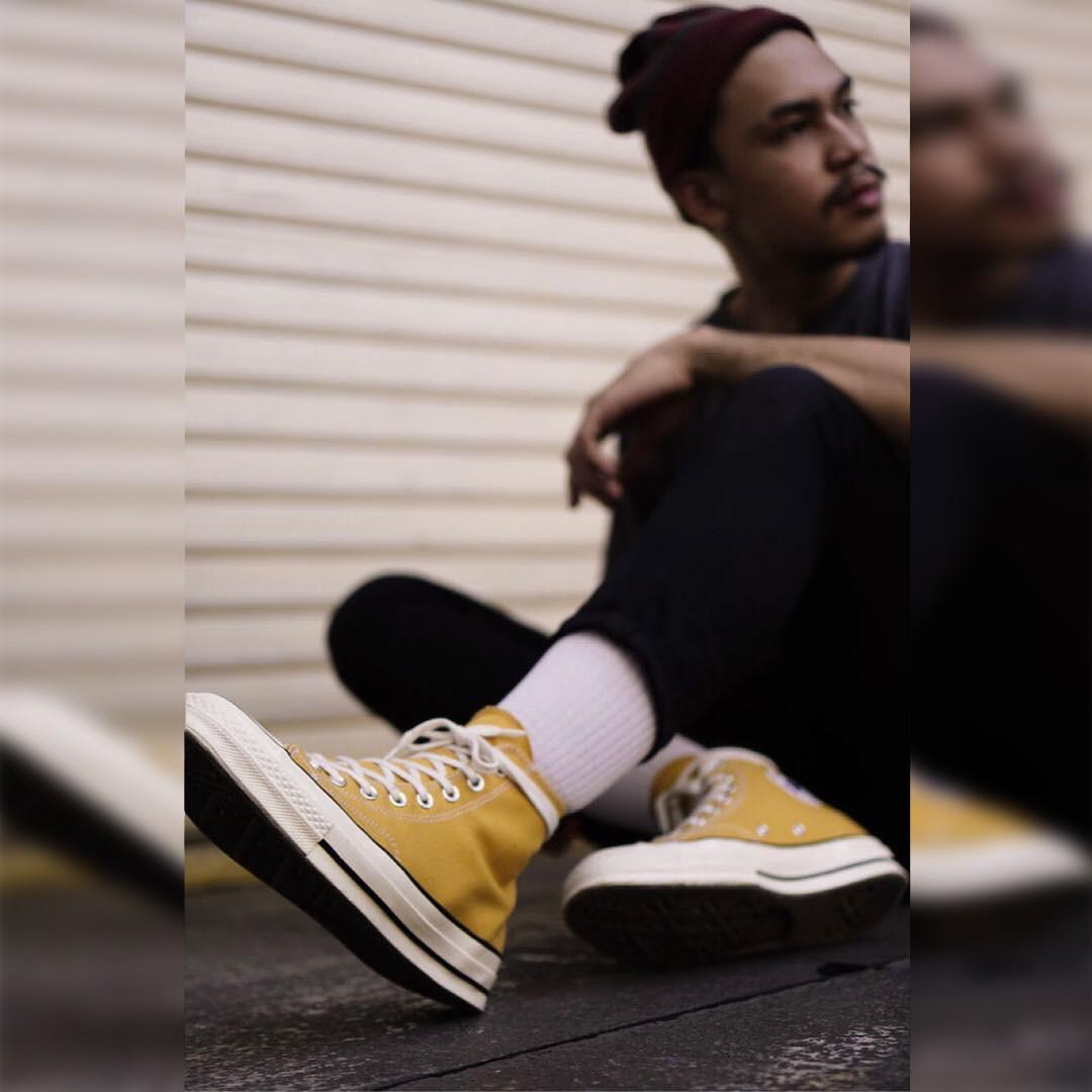 Sneakers đừng chỉ chọn trắng đen an toàn, còn có nhiều mẫu rực rỡ hot lắm đây này - Ảnh 3.