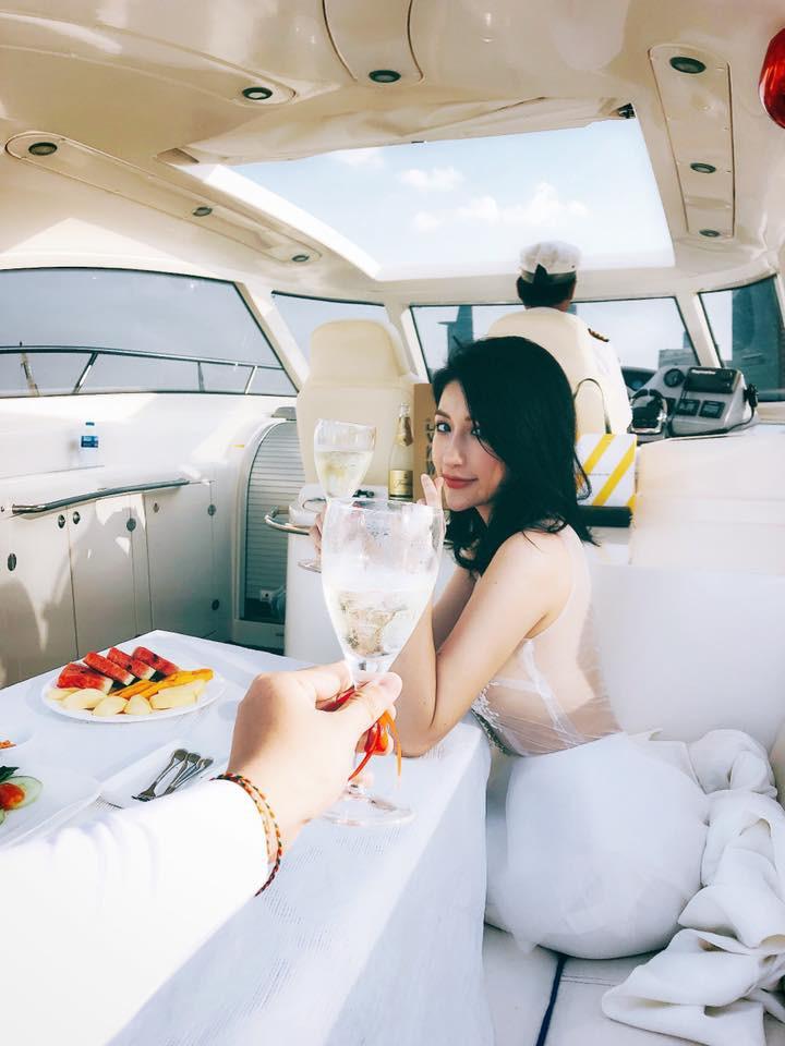 Vân Navy hạnh phúc kỉ niệm 1 năm yêu nhau với bạn trai trên du thuyền sau thông báo sắp theo chồng bỏ cuộc chơi - Ảnh 2.