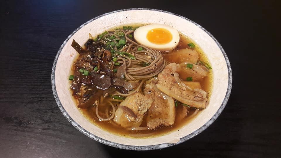 Nếu muốn ăn mì Nhật nhưng sợ đau ví, vẫn có những địa chỉ bình dân ngay tại Sài Gòn cho bạn đây - Ảnh 1.