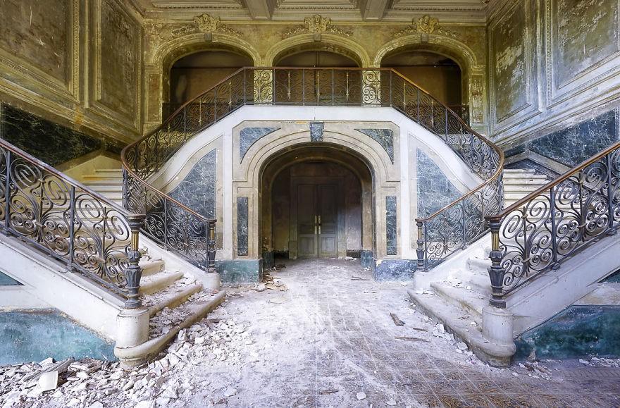 Cùng ngắm nhìn vẻ đẹp ma mị của 25 toà lâu đài và biệt thự bỏ hoang ở châu Âu - Ảnh 10.
