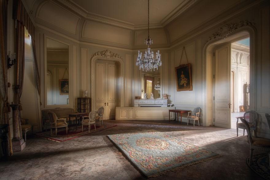 Cùng ngắm nhìn vẻ đẹp ma mị của 25 toà lâu đài và biệt thự bỏ hoang ở châu Âu - Ảnh 20.