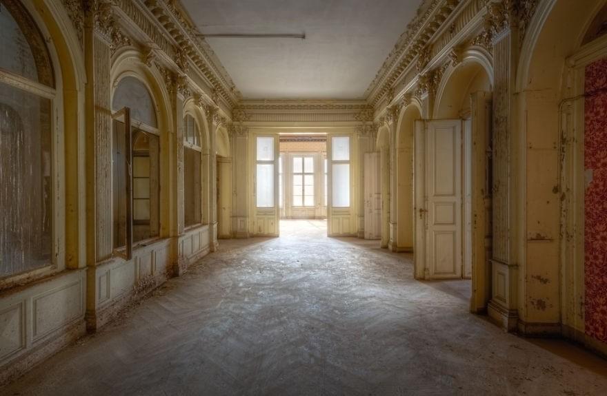 Cùng ngắm nhìn vẻ đẹp ma mị của 25 toà lâu đài và biệt thự bỏ hoang ở châu Âu - Ảnh 44.