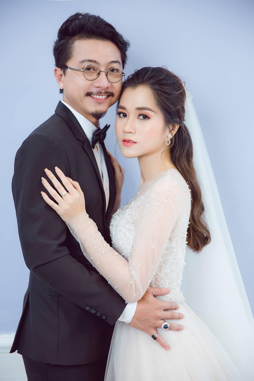 Vợ chồng Lâm Vỹ Dạ - Hứa Minh Đạt cưới lại từ đầu sau 8 năm chung sống hạnh phúc - Ảnh 2.