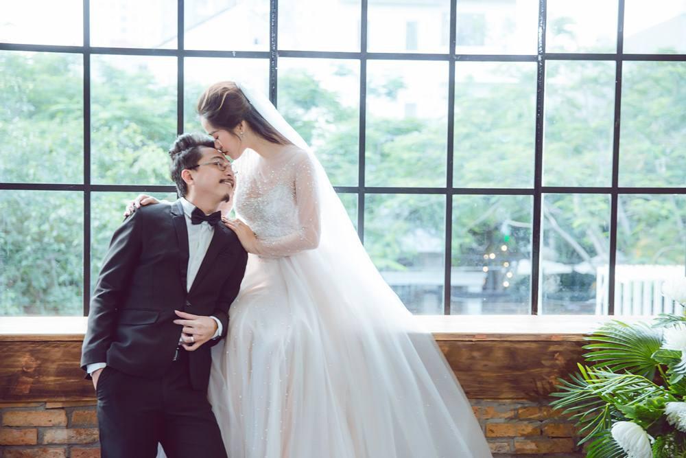 Vợ chồng Lâm Vỹ Dạ - Hứa Minh Đạt cưới lại từ đầu sau 8 năm chung sống hạnh phúc - Ảnh 3.