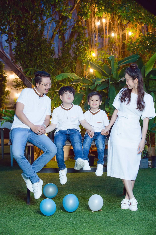 Vợ chồng Lâm Vỹ Dạ - Hứa Minh Đạt cưới lại từ đầu sau 8 năm chung sống hạnh phúc - Ảnh 9.