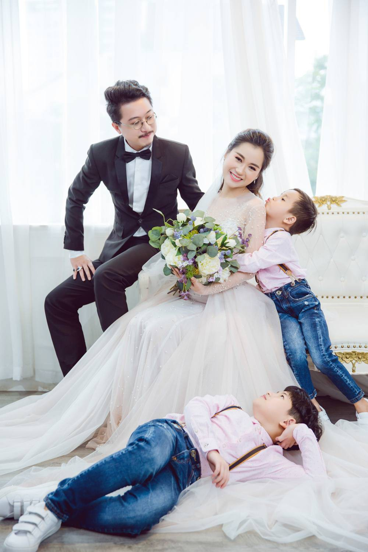 Vợ chồng Lâm Vỹ Dạ - Hứa Minh Đạt cưới lại từ đầu sau 8 năm chung sống hạnh phúc - Ảnh 5.