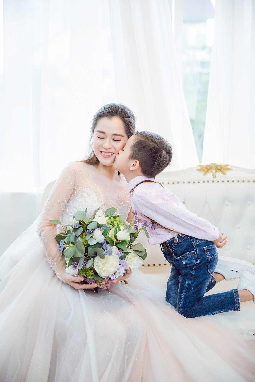 Vợ chồng Lâm Vỹ Dạ - Hứa Minh Đạt cưới lại từ đầu sau 8 năm chung sống hạnh phúc - Ảnh 7.