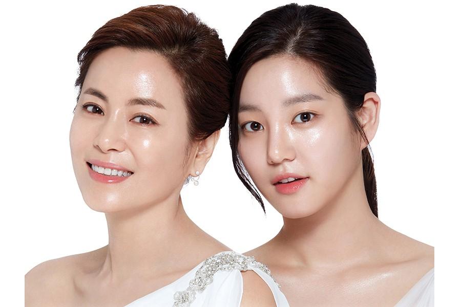 Lee Yoo Bi và mẹ.