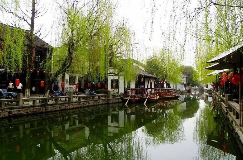 Bên cạnh Phượng Hoàng cổ trấn, Trung Quốc vẫn còn nhiều cổ trấn đẹp như tranh vẽ khác mà ai cũng muốn ghé thăm - Ảnh 1.