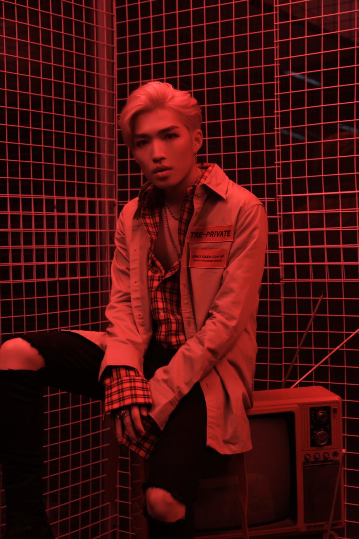 MV mới của Uni5 cán mốc triệu view sau 1 ngày, các thành viên hoang mang vì không ngờ fan lại thích đề tài đam mỹ - Ảnh 4.