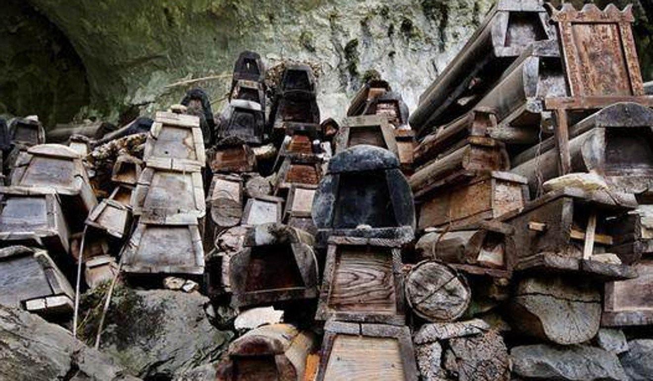 Chính phủ cấm chôn cất, quan tài ở Trung Quốc được tái sử dụng để làm đồ nội thất - Ảnh 3.