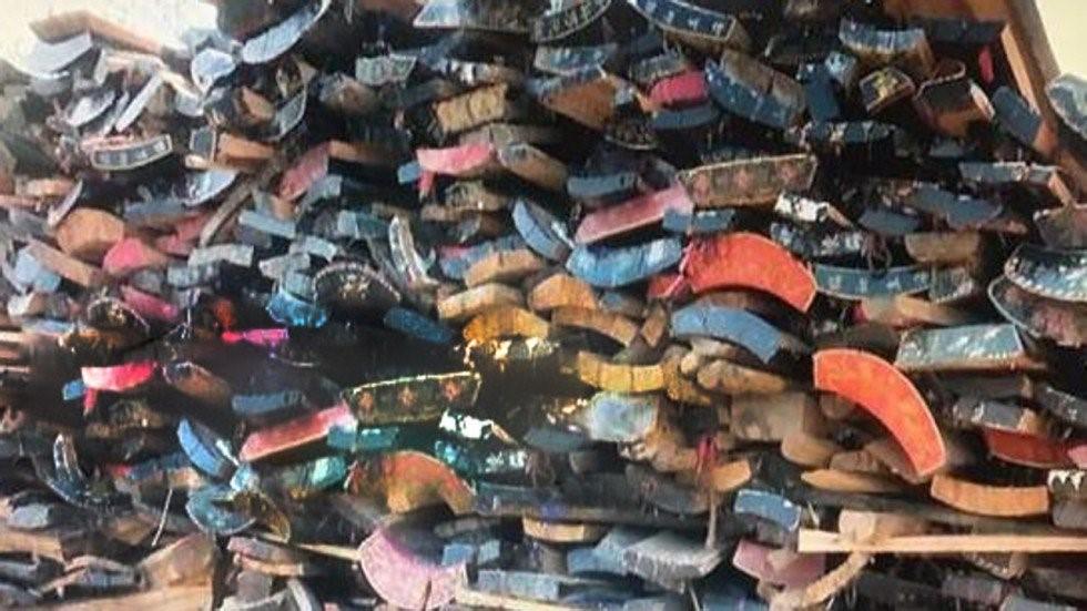 Chính phủ cấm chôn cất, quan tài ở Trung Quốc được tái sử dụng để làm đồ nội thất - Ảnh 1.