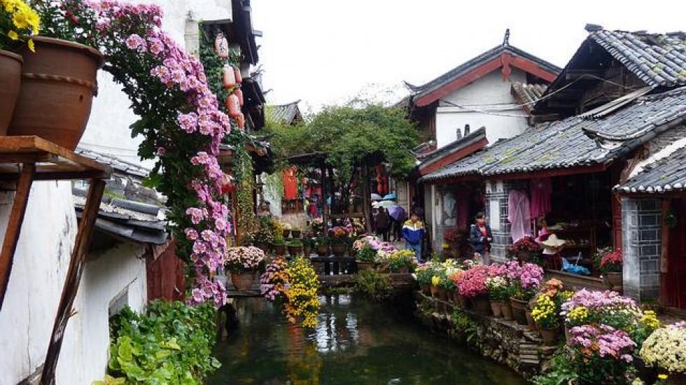 Bên cạnh Phượng Hoàng cổ trấn, Trung Quốc vẫn còn nhiều cổ trấn đẹp như tranh vẽ khác mà ai cũng muốn ghé thăm - Ảnh 5.
