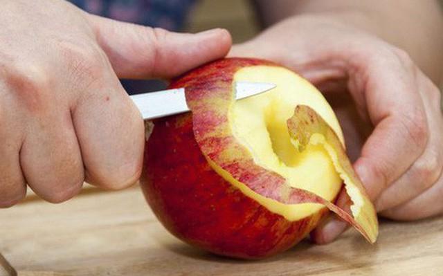 Táo là loại trái cây vàng cho sức khỏe nhưng 100% chúng ta đều mắc sai lầm này khi ăn - Ảnh 1.