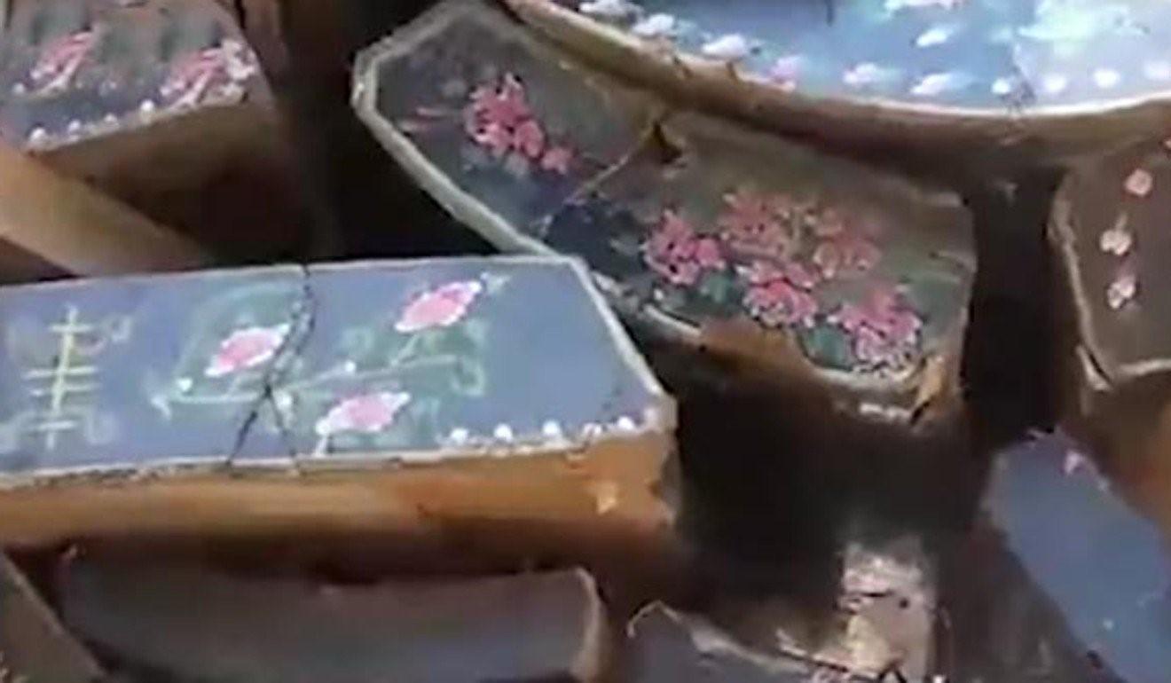 Chính phủ cấm chôn cất, quan tài ở Trung Quốc được tái sử dụng để làm đồ nội thất - Ảnh 2.