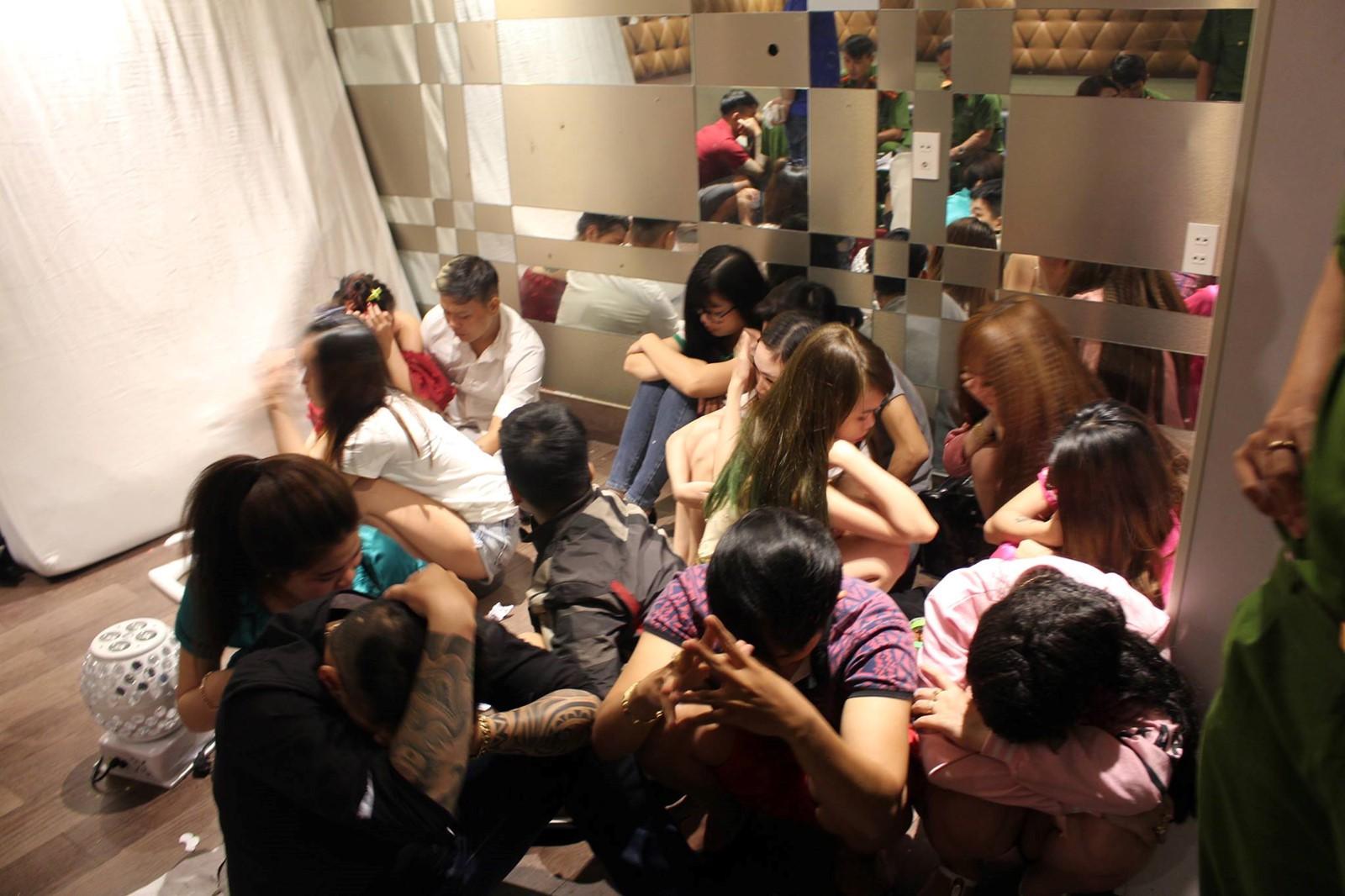 Nhóm dân chơi tổ chức tiệc ma tuý tập thể ở quán karaoke Lucky tại Sài Gòn - Ảnh 1.