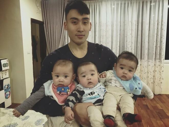 Clip 3 cậu bé sinh ba xúm xít, quấn mẹ đòi sữa gây bão mạng và câu chuyện phía sau - Ảnh 4.