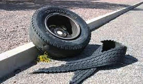 Nghệ An: Nổ lốp ô tô, chủ gara văng cao 3 mét, tử vong tại chỗ - Ảnh 1.