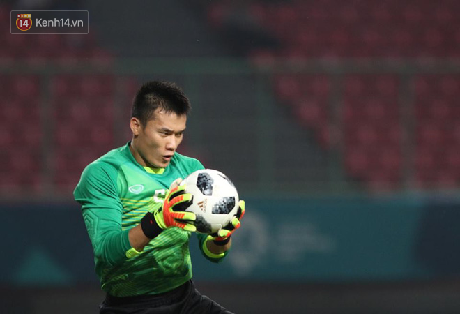 Khen Công Phượng, nhưng đừng quên Bùi Tiến Dũng đã xuất thần cứu thua cho Olympic Việt Nam - Ảnh 2.