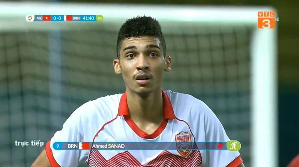 Cầu thủ Bahrain ngơ ngác sau khi nhận thẻ đỏ trực tiếp vì pha phạm lỗi với Văn Thanh - Ảnh 2.