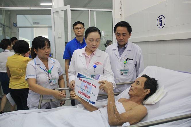Trao thêm gần 2,5 tỉ đồng cho 4 bệnh nhân vụ tai nạn xe rước dâu khiến 17 người thương vong - Ảnh 2.