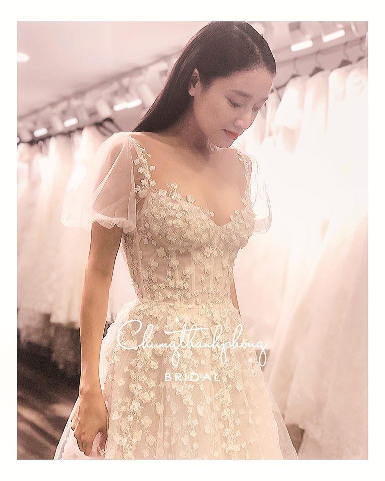 Nhã Phương: Váy đính hôn của Nhã Phương được công bố trước giờ G - Ảnh 1.