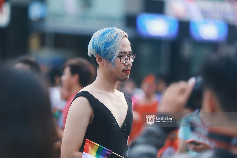 Ngày hội tự hào LGBTI+ Sài Gòn: Những khoảnh khắc đáng nhớ khi phố đi bộ Nguyễn Huệ rợp cờ cầu vồng - Ảnh 17.