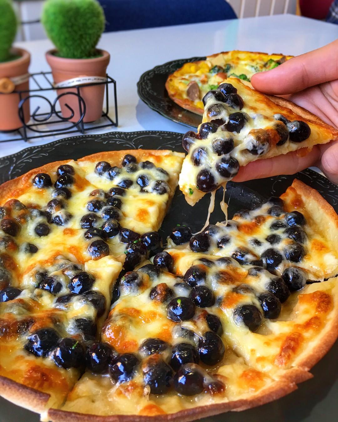 Đây là chiếc bánh pizza đang hot nhất Đài Loan mà chắc chắn các tín đồ trà sữa phải điên đảo - Ảnh 1.
