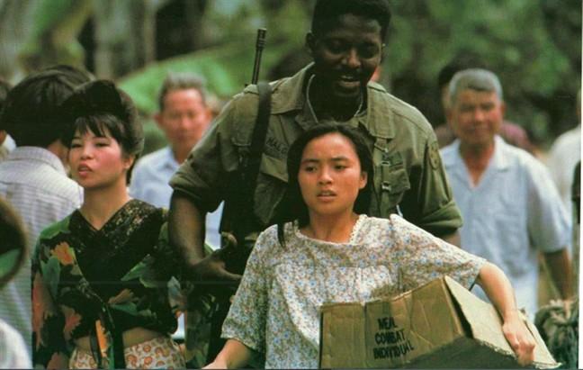 4 câu chuyện tình trai Tây - gái Việt từng gây thổn thức trên màn ảnh rộng - Ảnh 13.