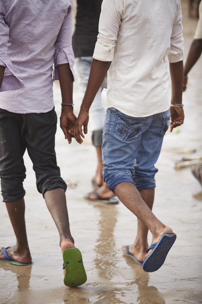 Nắm tay nhau mỗi khi ra đường: Nét văn hóa kỳ lạ nhưng thú vị giữa những anh đàn ông Ấn Độ - Ảnh 10.