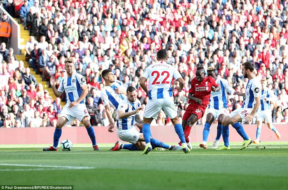Salah ghi bàn nhanh như điện đưa Liverpool lên ngôi đầu bảng xếp hạng Premier League 2018/19 - Ảnh 3.