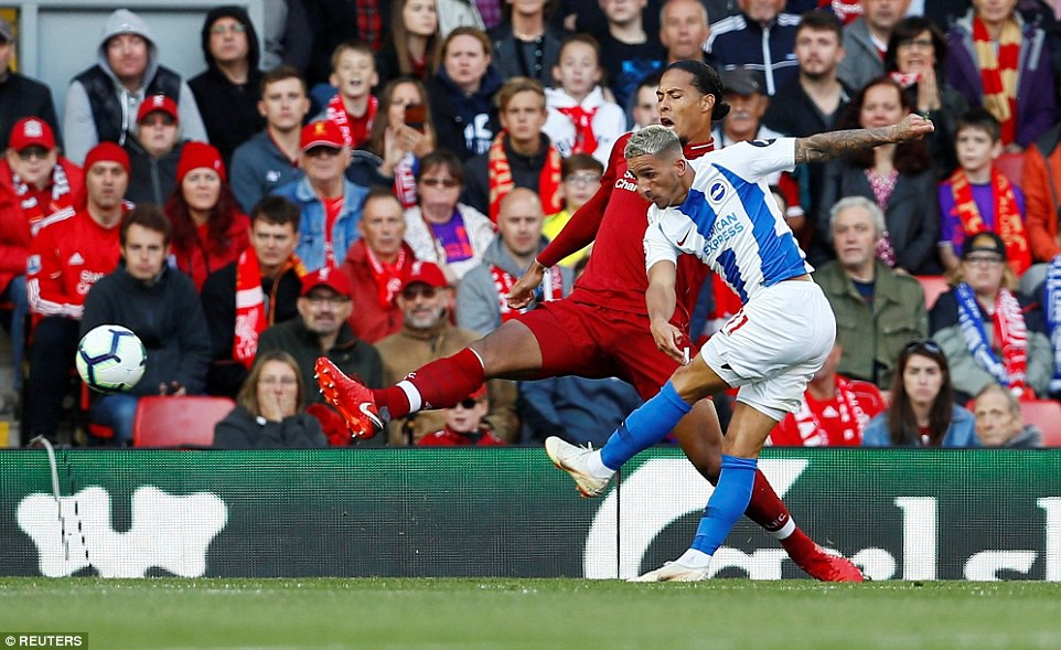Salah ghi bàn nhanh như điện đưa Liverpool lên ngôi đầu bảng xếp hạng Premier League 2018/19 - Ảnh 9.