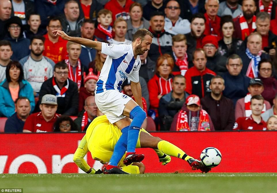 Salah ghi bàn nhanh như điện đưa Liverpool lên ngôi đầu bảng xếp hạng Premier League 2018/19 - Ảnh 10.