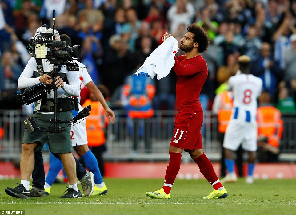 Salah ghi bàn nhanh như điện đưa Liverpool lên ngôi đầu bảng xếp hạng Premier League 2018/19 - Ảnh 11.
