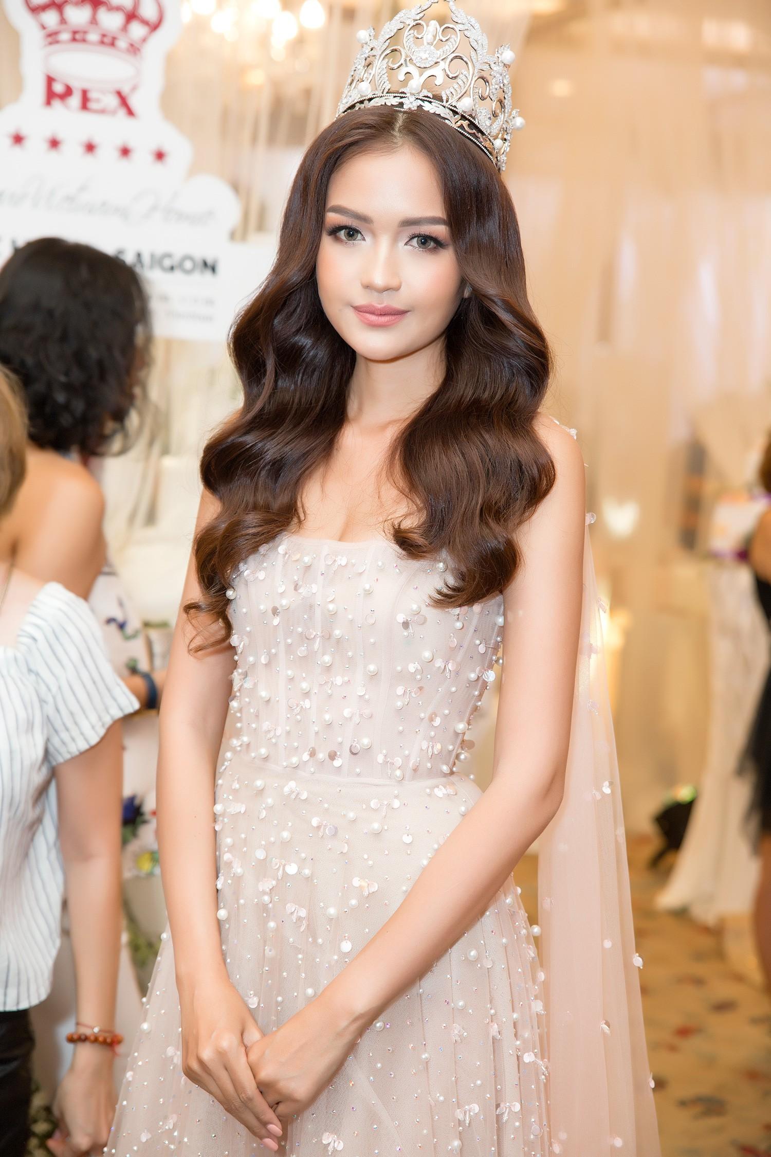 Top 3 Miss Supranational Vietnam cùng đội vương miện, lần đầu xuất hiện nổi bật giữa sự kiện - Ảnh 7.