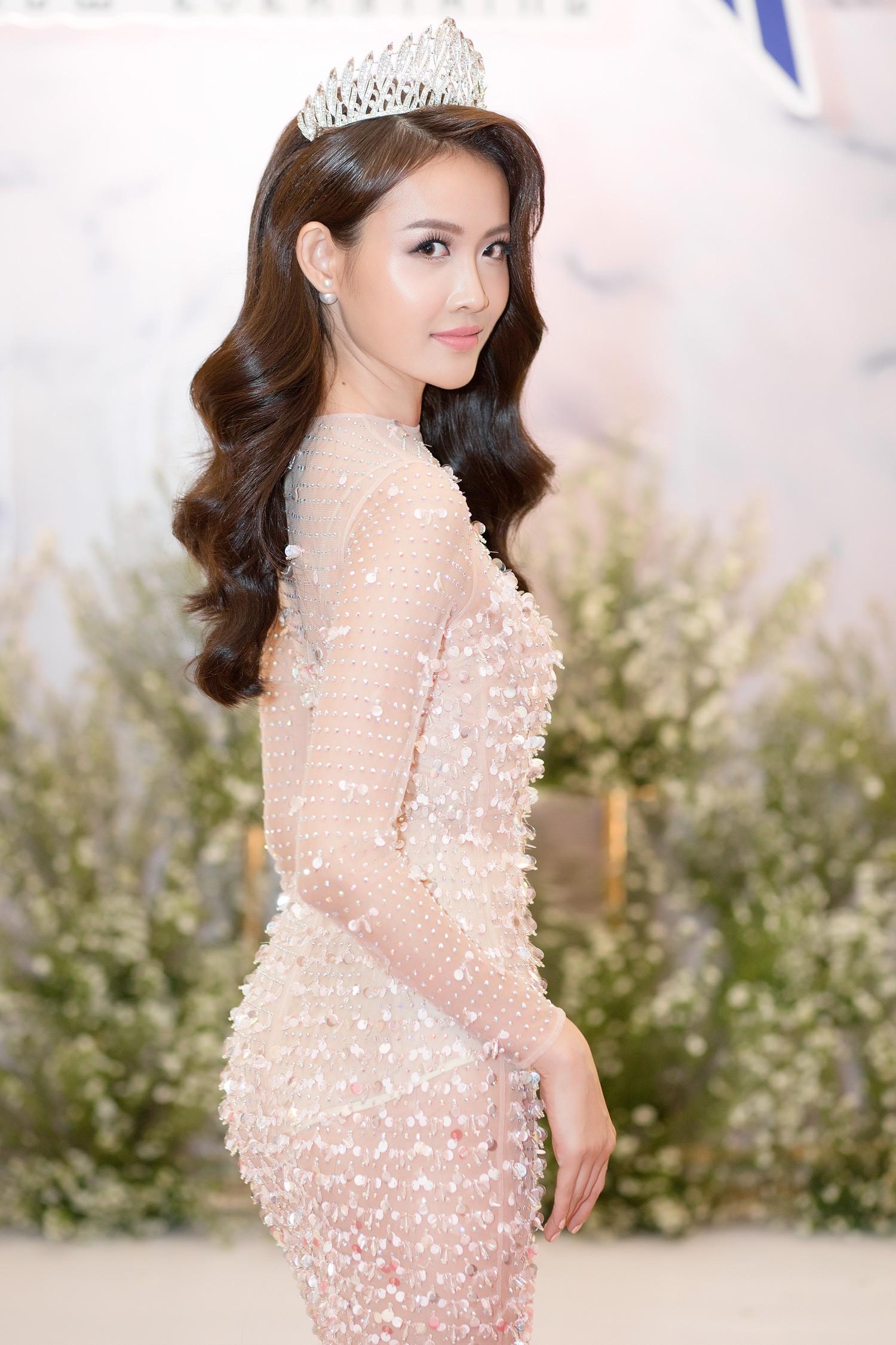 Top 3 Miss Supranational Vietnam cùng đội vương miện, lần đầu xuất hiện nổi bật giữa sự kiện - Ảnh 8.
