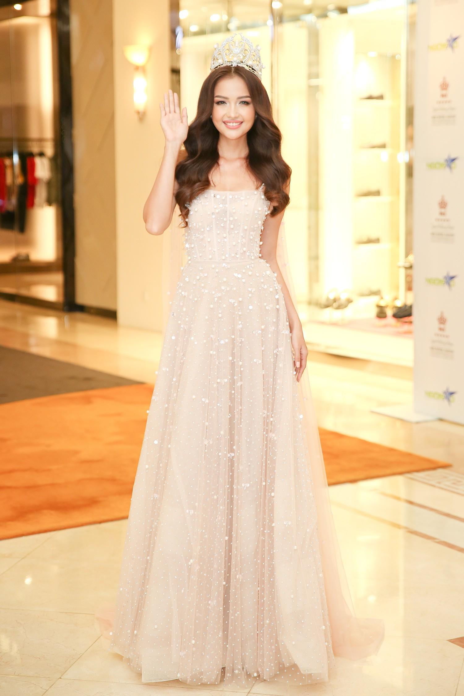 Top 3 Miss Supranational Vietnam cùng đội vương miện, lần đầu xuất hiện nổi bật giữa sự kiện - Ảnh 6.