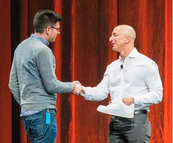 Cuộc sống của nhân viên dưới trướng Jeff Bezos bộn bề ra sao? - Ảnh 2.