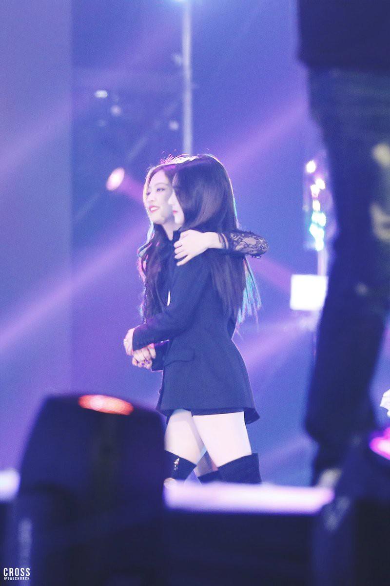 Tưởng là đối thủ, ai ngờ 2 mỹ nhân Irene (Red Velvet) & Jennie (Black Pink) lại thân thiết thế này! - Ảnh 2.