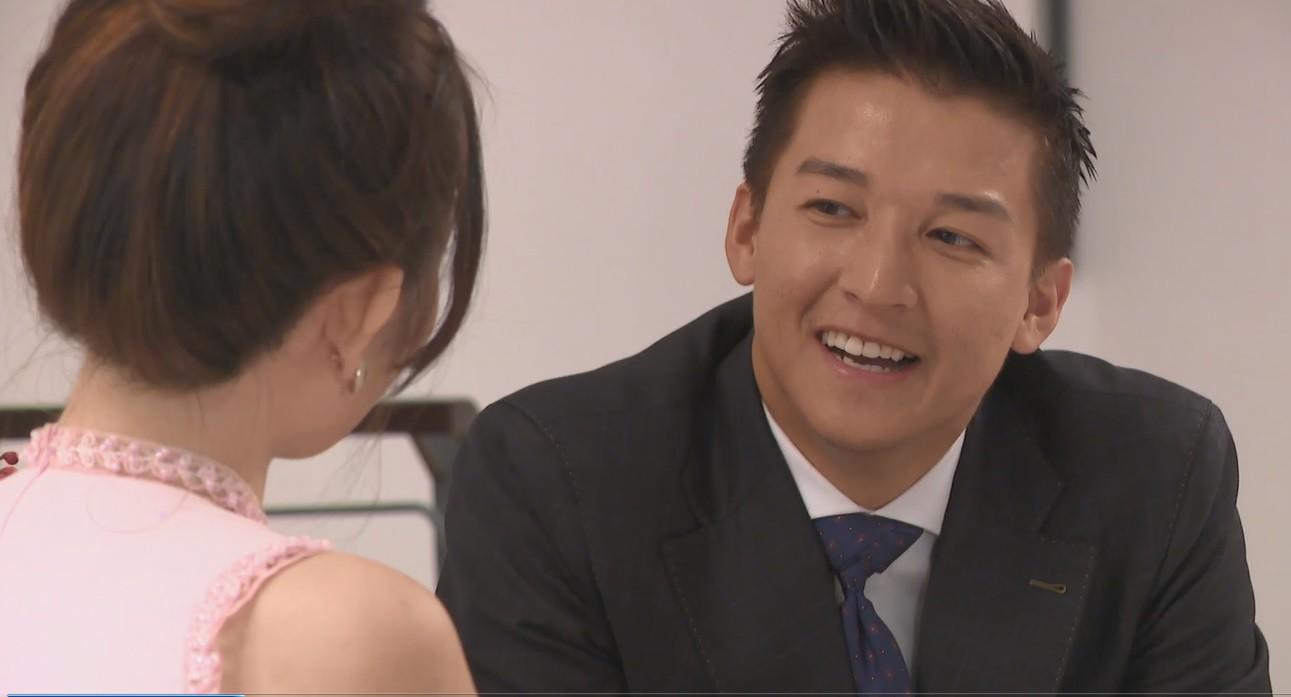 Không muốn thua chị kém em, cô thư ký giám đốc táo bạo đòi Anh chàng độc thân hôn mình - Ảnh 2.
