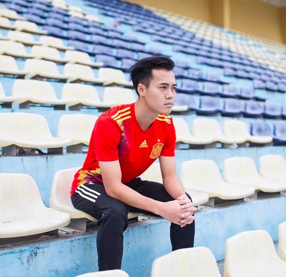 Nguyễn Văn Toàn - chàng cầu thủ vừa ghi bàn thắng lập nên kì tích cho đội tuyển Olympic Việt Nam tại ASIAD là ai? - Ảnh 13.