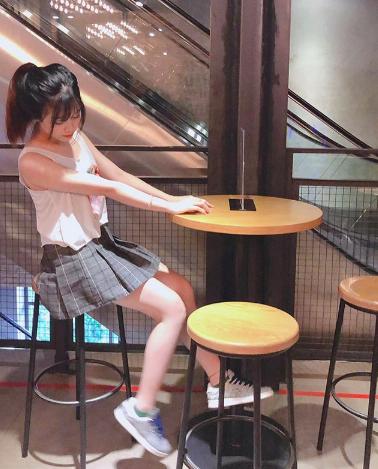 Bạn gái xinh xắn của Văn Toàn hoá ra từng là fangirl kiên trì bay hàng nghìn km để cổ vũ anh chàng đá bóng - Ảnh 11.